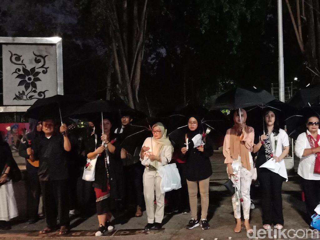 Pijar Lilin Hiasi Monas, Warga Gelar Aksi Solidaritas untuk Wamena