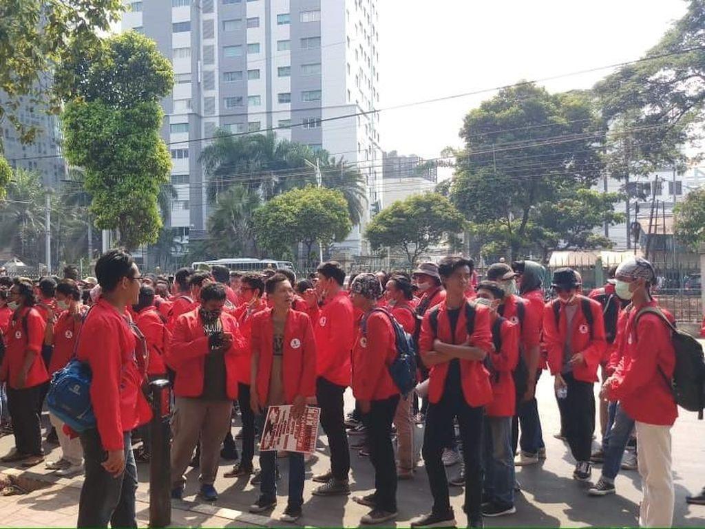 Mahasiswa Bergerak dari Kawasan Palmerah ke Depan Gedung DPR