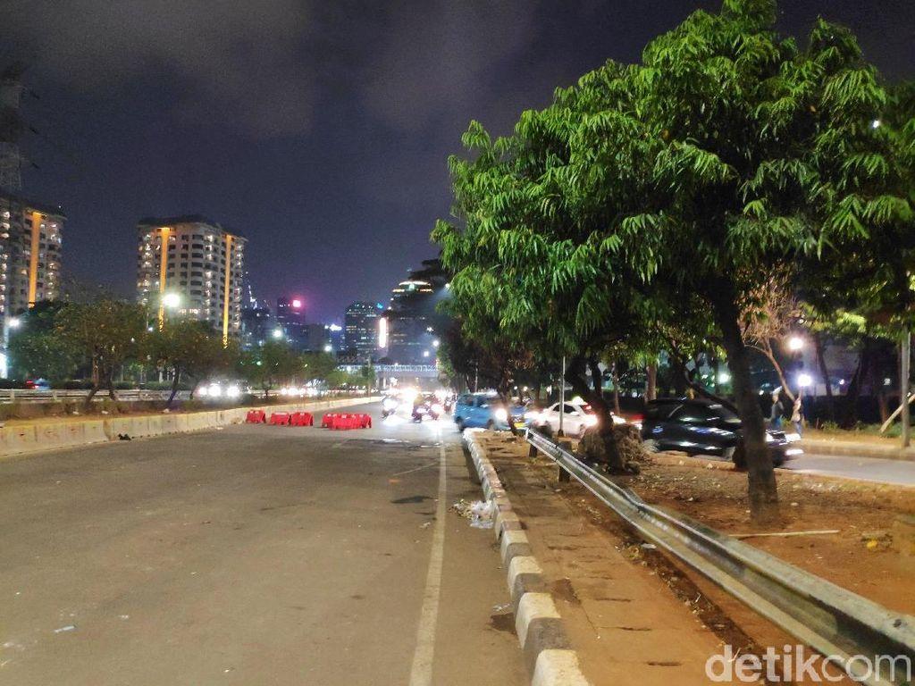 Situasi Kawasan DPR Malam Ini: Lalin Masih Dialihkan, Pedemo Bubar