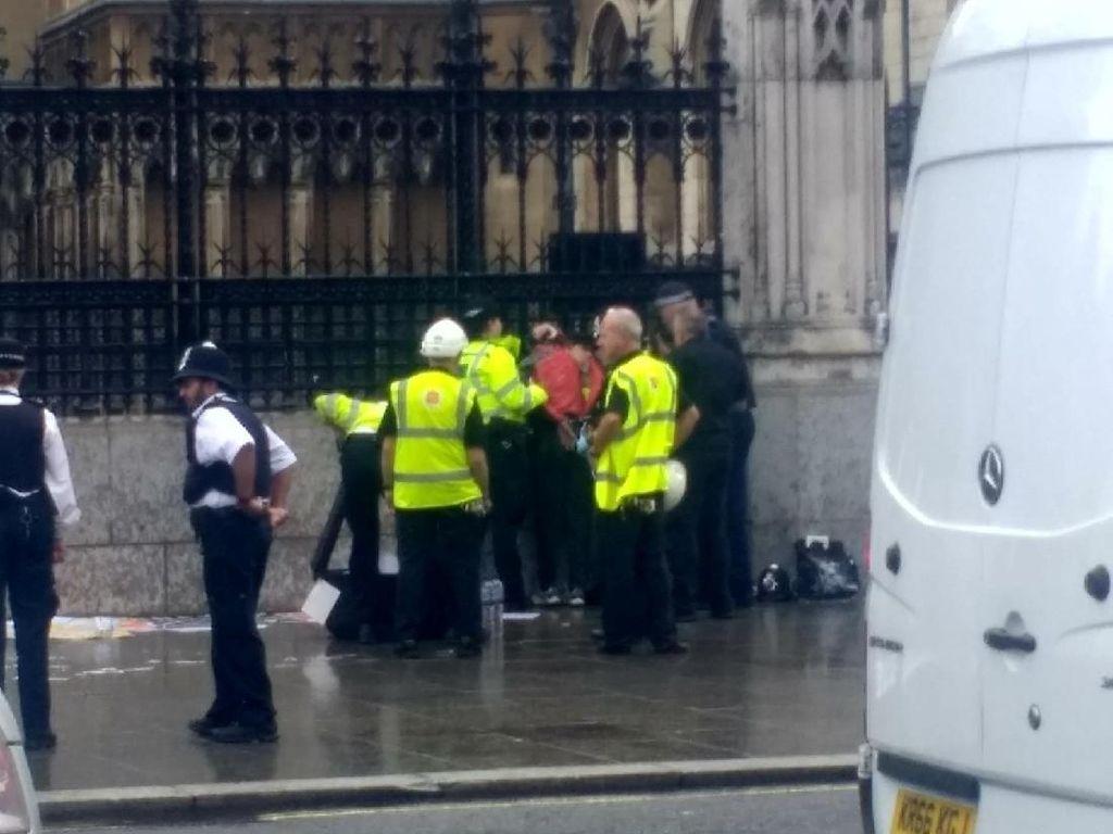 Polisi Inggris Tangkap Pria yang Akan Bakar Diri di Luar Gedung Parlemen