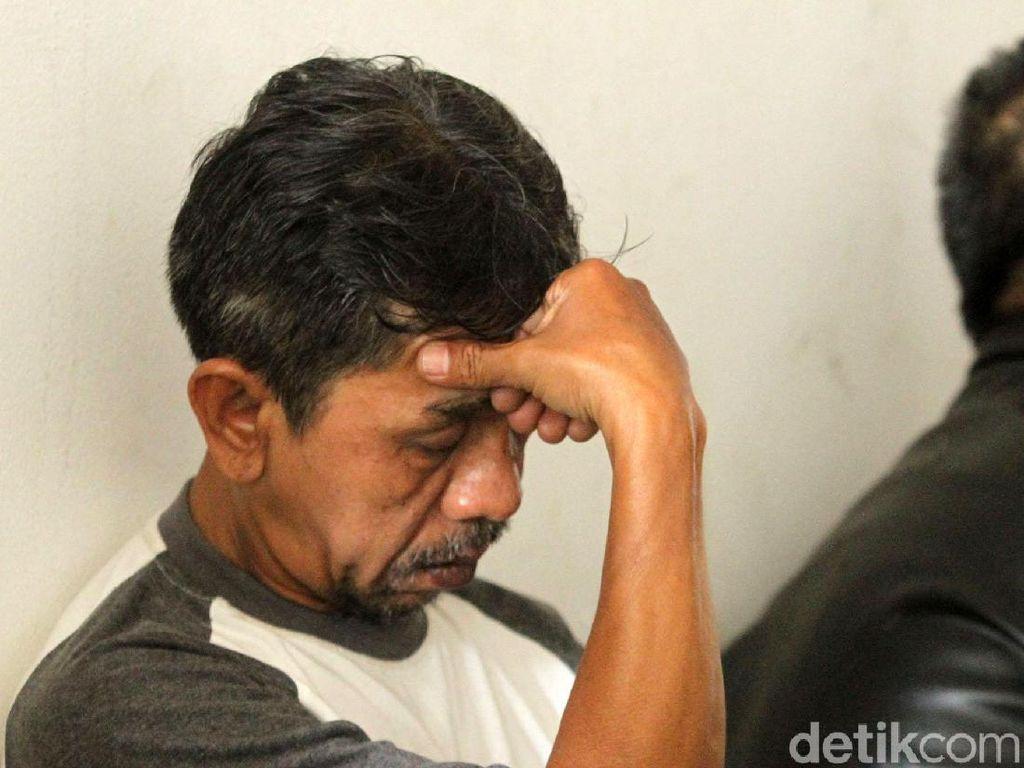 Wajah-wajah Cemas Ortu Pelajar Yang Ditangkap Saat Demo