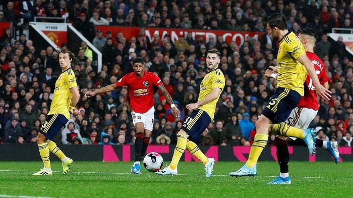 Manchester United vs Arsenal berakhir imbang 1-1 meski sempat ada drama VAR. (Foto: Jason Cairnduff/Reuters)