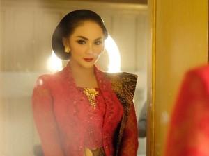 7 Inspirasi Kebaya Modern untuk Kondangan Ala Artis Indonesia
