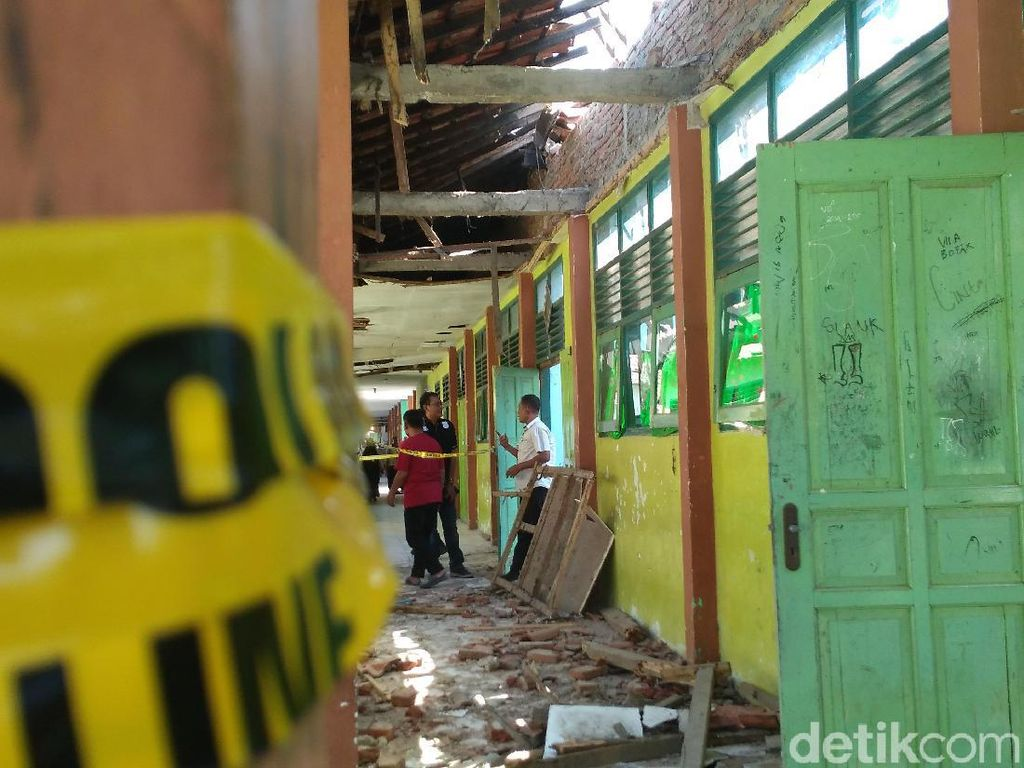 Miris, Ratusan Kelas SMPN di Cirebon Rusak