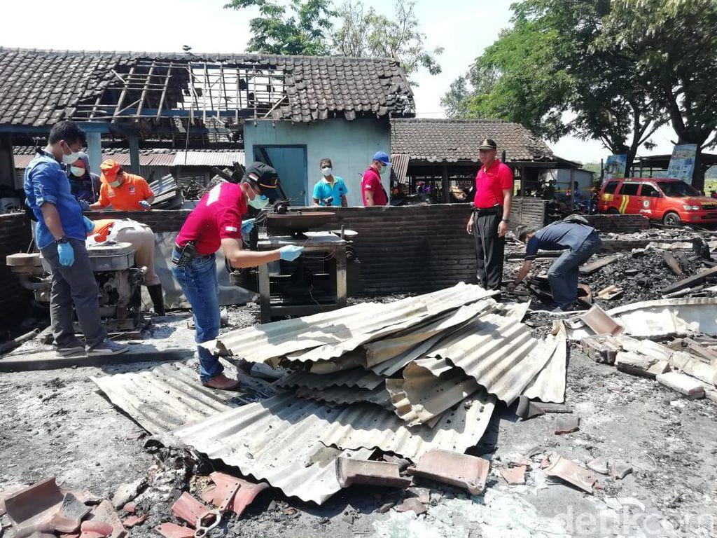 Polisi Olah TKP Pasar Nglangon Sragen, Kebakaran Diduga karena Korsleting
