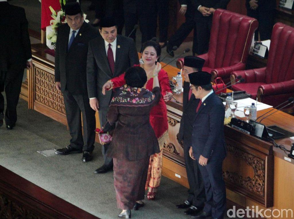 Sah Jadi Ketua DPR, Puan Dapat Pelukan Hangat Megawati