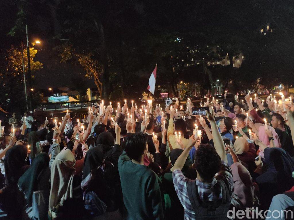 Ratusan Mahasiswa di Medan Salat Gaib dan Doa untuk Indonesia Damai