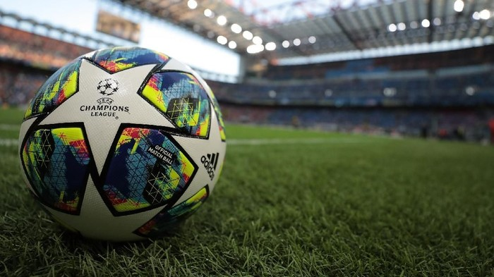 MILAN, ITALY - SEPTEMBER 17: An official UEFA Champions League match ball is seen prior to the UEFA Champions League group F match between FC Internazionale and Slavia Praha at Giuseppe Meazza Stadium on September 17, 2019 in Milan, Italy.  (Photo by Emilio Andreoli/Getty Images)
