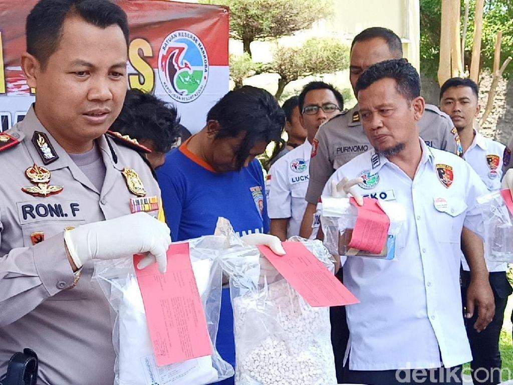 Home Industry Pil Koplo di Kediri Dibongkar, 67 Ribu Butir Disita