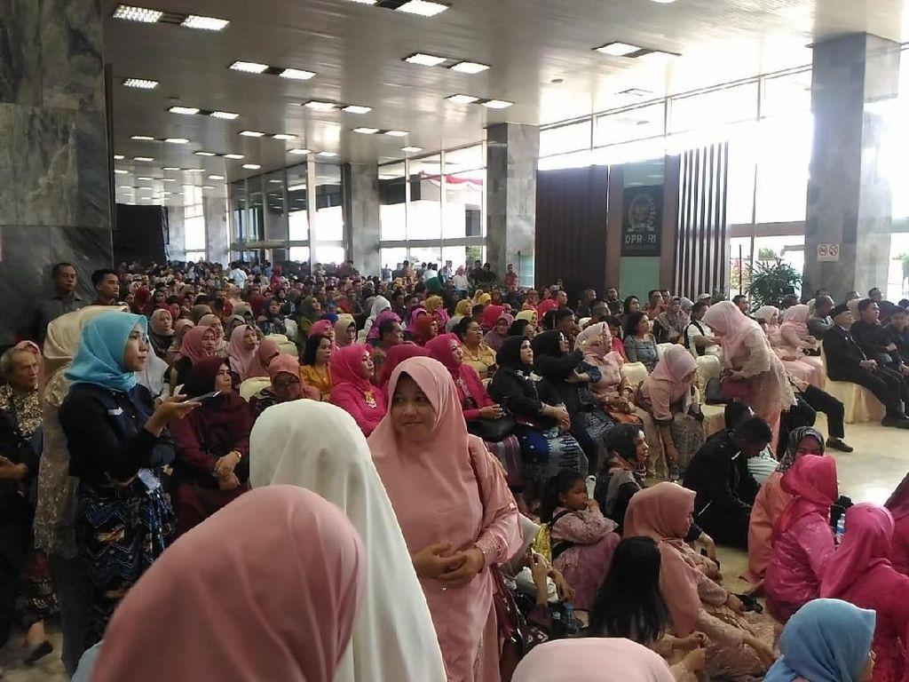 Hadiri Pelantikan MPR, Warga: Lihat Rakyat Bawah, Jangan Sombong