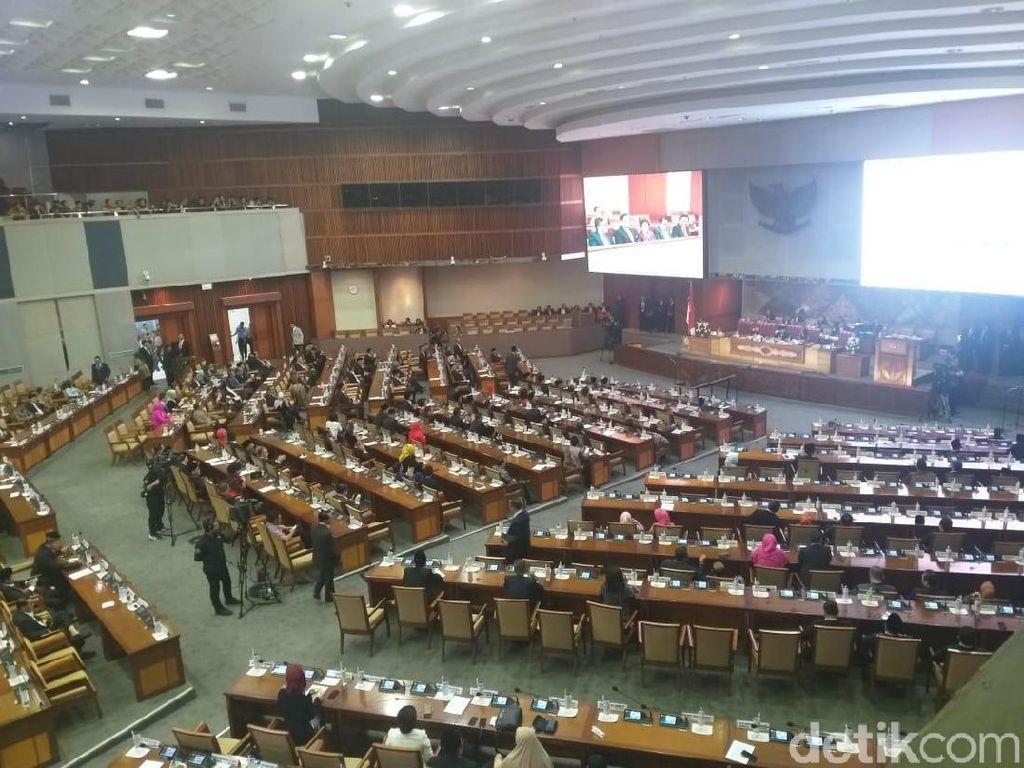 Pelantikan Puan Maharani Jadi Ketua DPR Dihadiri 285 Anggota Dewan