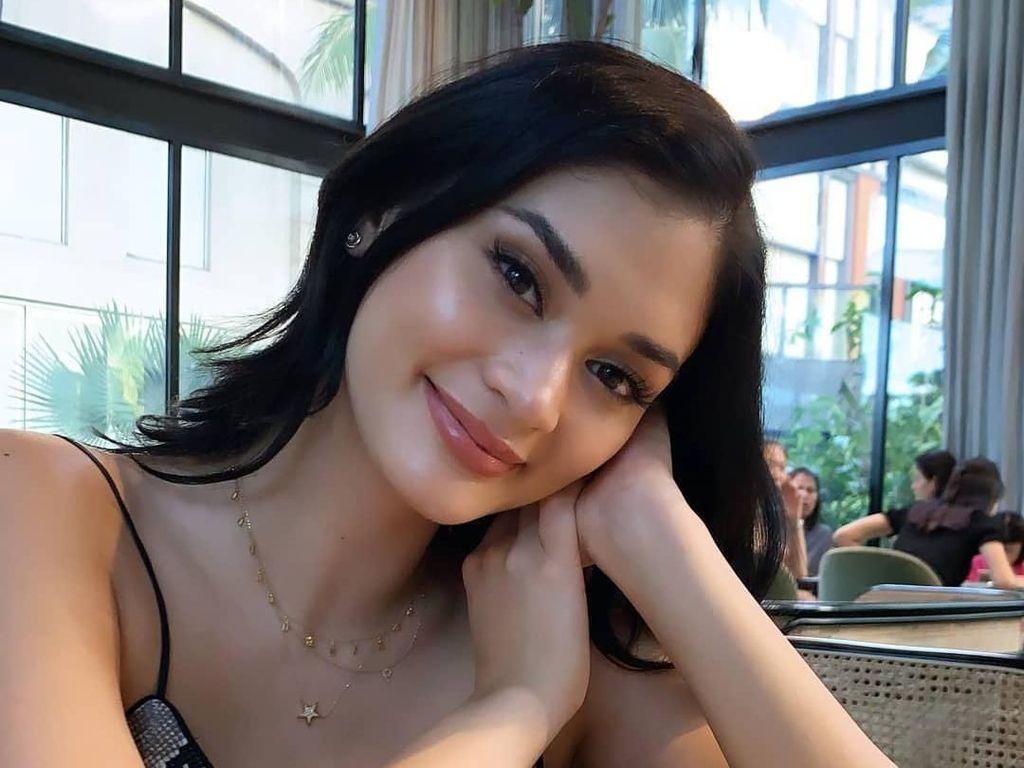Gaya Ngopi Pia Wurtzbach, Miss Universe 2015 yang Liburan di Bali