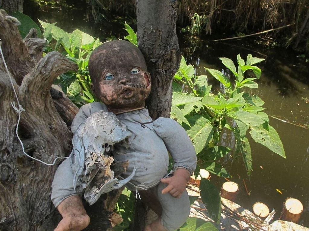 Ada Paket Wisata Horor ke Pulau Boneka Saat Festival Kematian