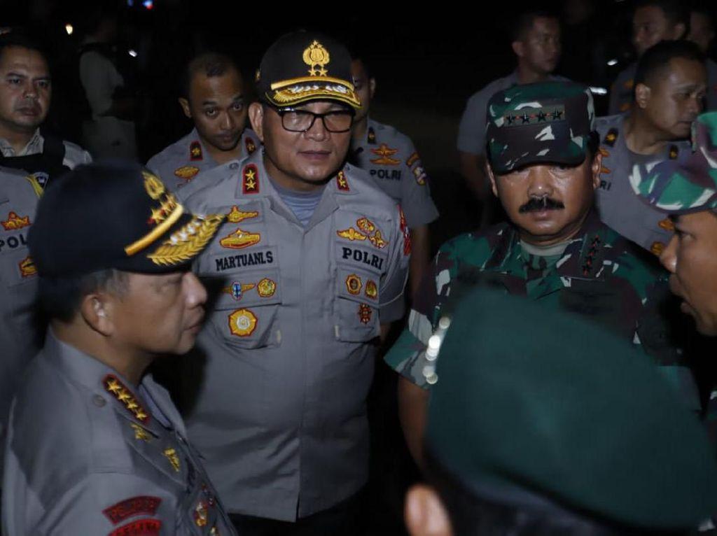 Panglima TNI dan Kapolri Tinjau Gedung DPR Usai Demo Ricuh
