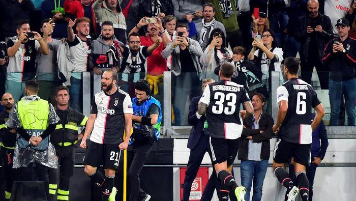 Gonzalo Higuain merayakan gol ke gawang Bayer Leverkusen (Massimo Pinca/Reuters)