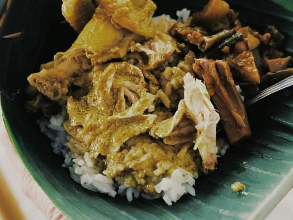Mantul! Sarapan Nasi Lodho yang Gurih Hangat Buat Tambah Energi