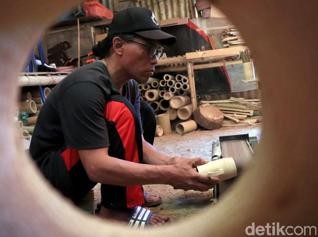 Mengintip Pembuatan Perabotan Ramah Lingkungan dari Bambu