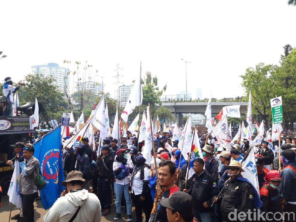 Demo Buruh, Pabrik Daihatsu Tetap Ngebul