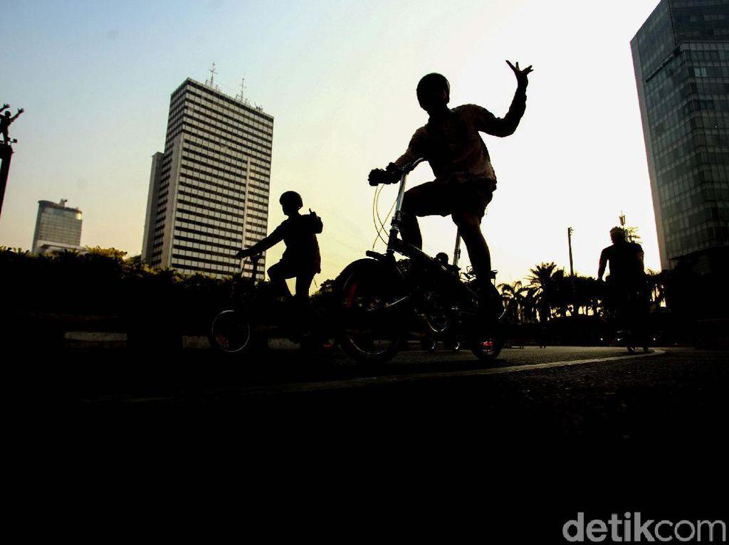 Begini Serunya Gowes di Hari Batik