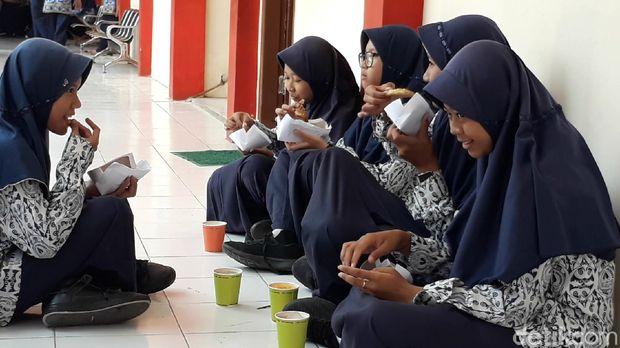 Pemkab Brebes Larang Kantin Sekolah Pakai Plastik untuk Bungkus Makanan