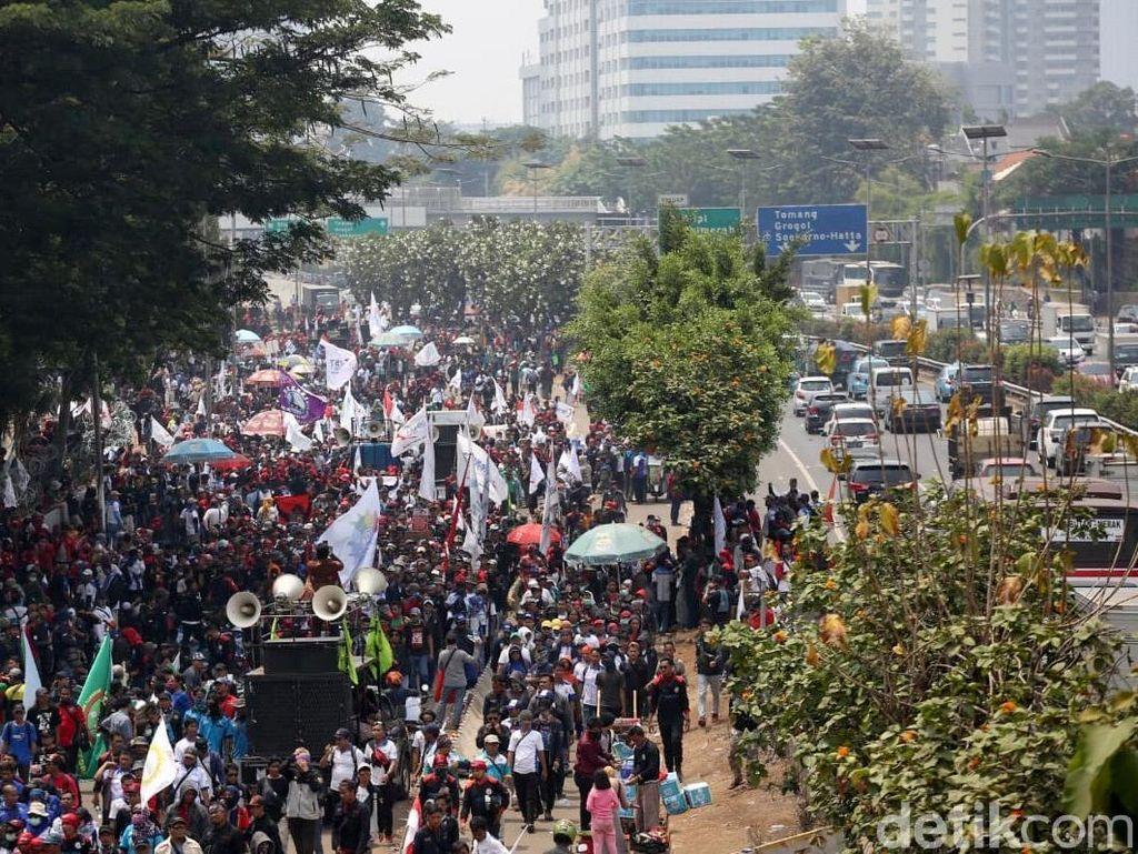 Pekerja Pabrik Toyota Tak Turut Ramaikan Demo Buruh