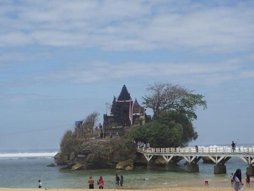 Bali Punya Tanah Lot, Malang Punya Pantai Balekambang