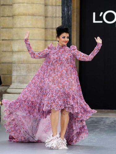 Penampilan Aishwarya Rai di Show L'Oreal Disindir Mirip Kostum Halloween