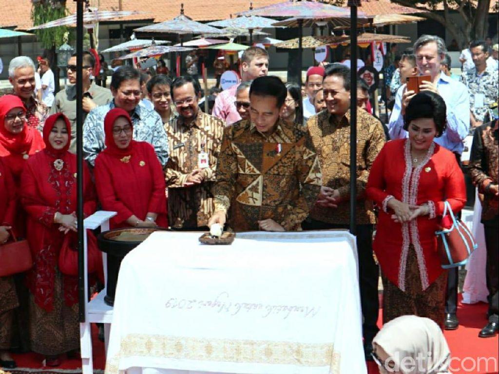 Kain Batik Ini Ukir Sejarah, Presiden Jokowi Sampai Perajin Ikut Membuatnya