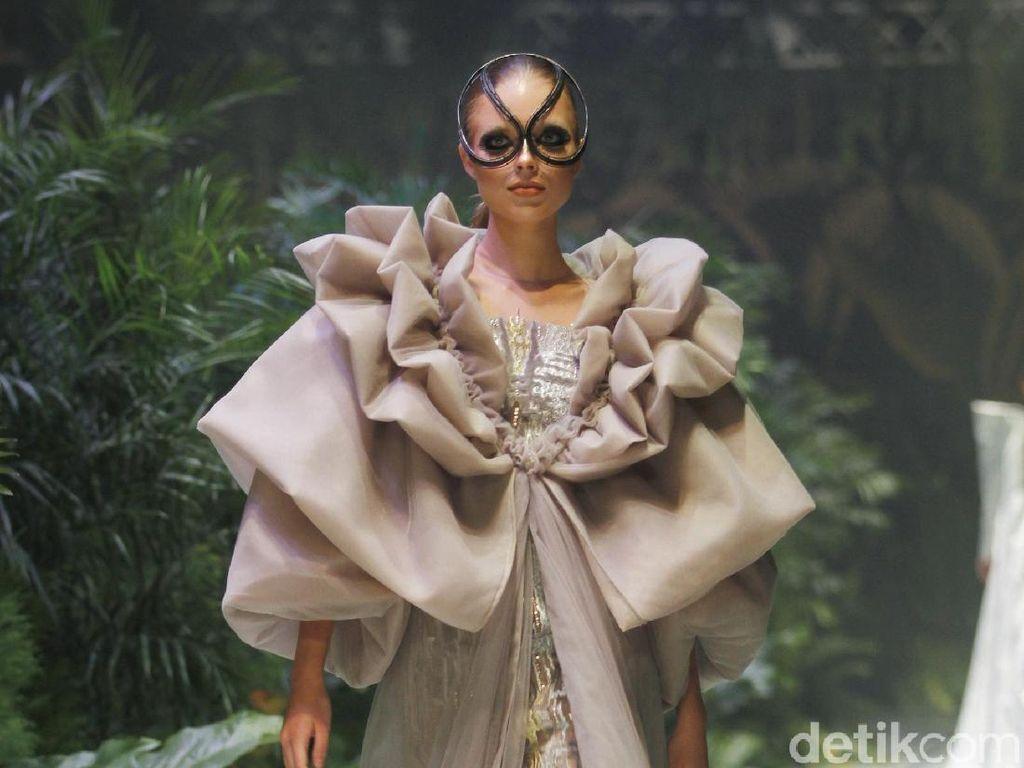 Foto: 20 Gaun Couture Sebastian Gunawan yang Magical