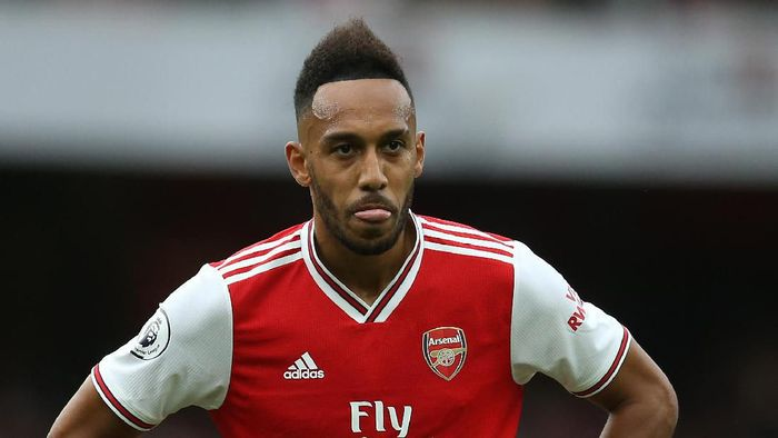 LONDON, ENGLAND - SEPTEMBER 22: Pierre-Emerick Aubameyang of Arsenal looks on during the Premier League match between Arsenal FC and Aston Villa at Emirates Stadium on September 22, 2019 in London, United Kingdom. (Photo by Steve Bardens/Getty Images)