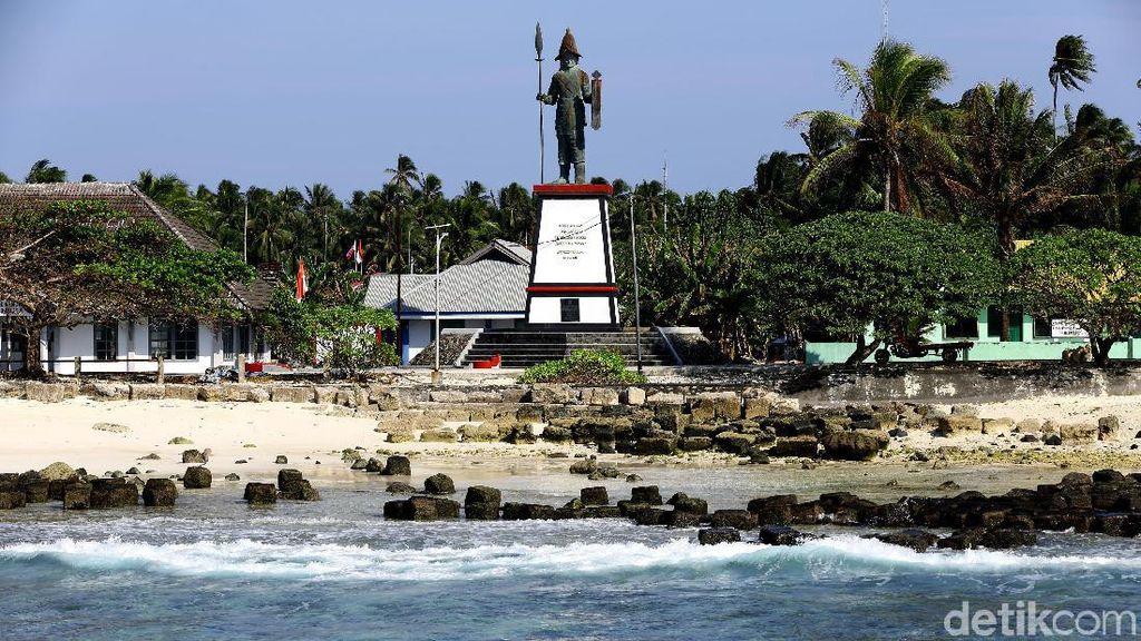 Melihat Lebih Dekat Patung Pahlawan Santiago di Miangas