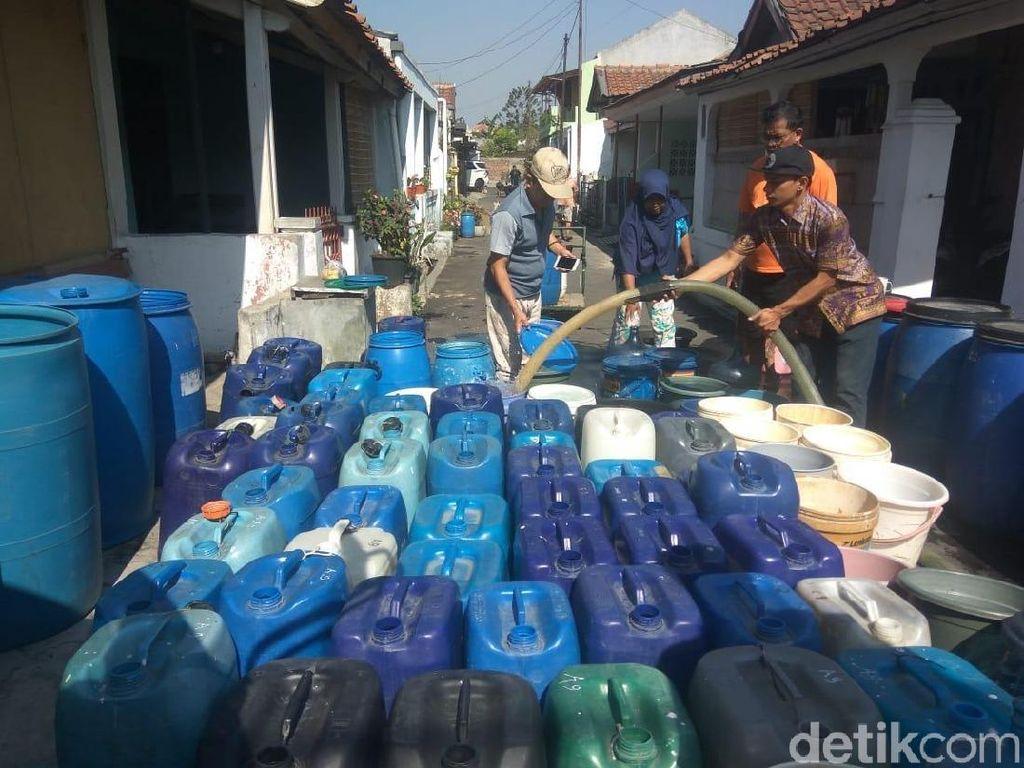 Sekolah di Cimahi Krisis Air, Damkar dan PDAM Salurkan Bantuan