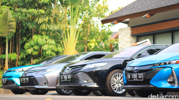 Mobil-mobil hybrid Toyota