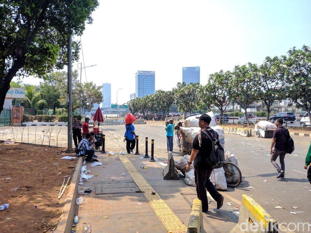 Demo di DPR Bubar, Massa Buruh Tinggalkan Jalan Gatot Subroto