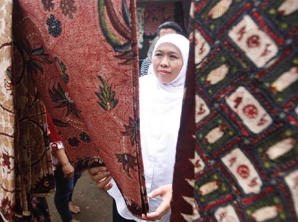 Wow, Khofifah Koleksi Batik dari Berbagai Daerah di Tanah Air
