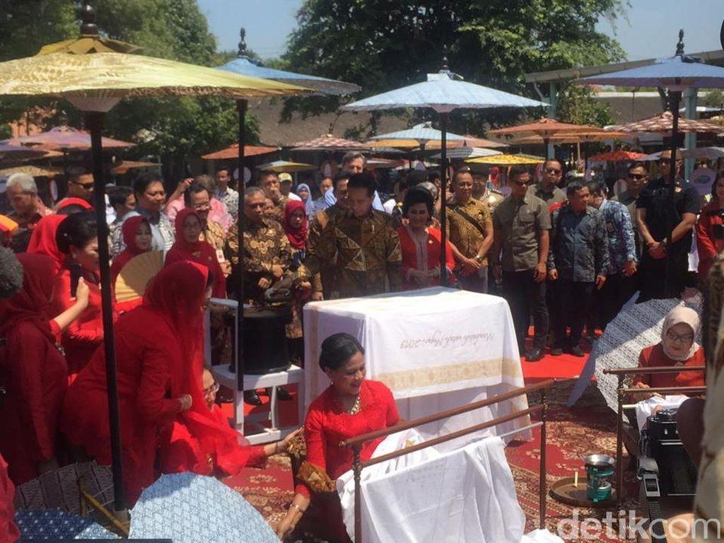 Jokowi: UNESCO Mengevaluasi Batik Sebagai Warisan Budaya Dunia