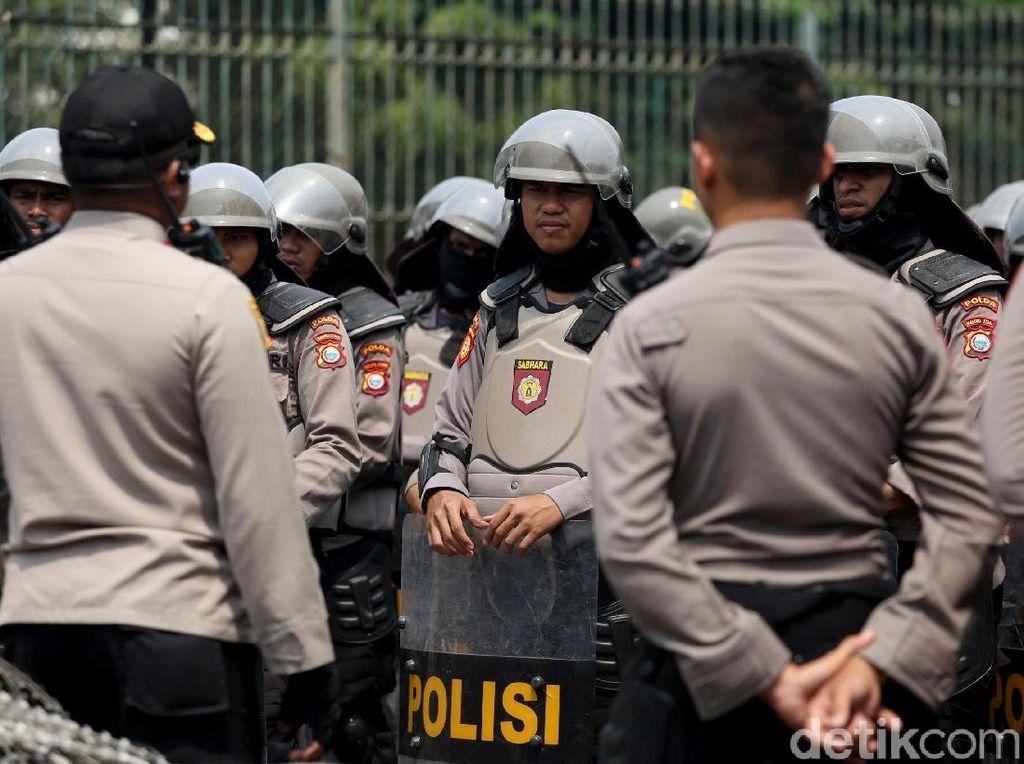 Polres Bekasi Sekat Pendemo di 11 Titik, Mal-Kantor Pemerintah Dijaga Ketat