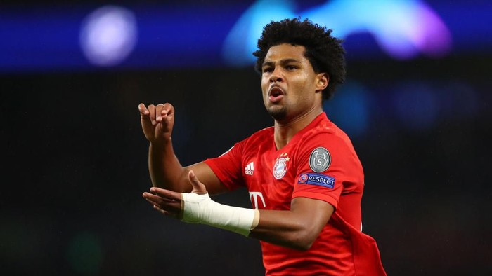 LONDON, ENGLAND - OCTOBER 01: Serge Gnabry of FC Bayern Munich celebrates after scoring his teams third goal during the UEFA Champions League group B match between Tottenham Hotspur and Bayern Muenchen at Tottenham Hotspur Stadium on October 01, 2019 in London, United Kingdom. (Photo by Julian Finney/Getty Images)