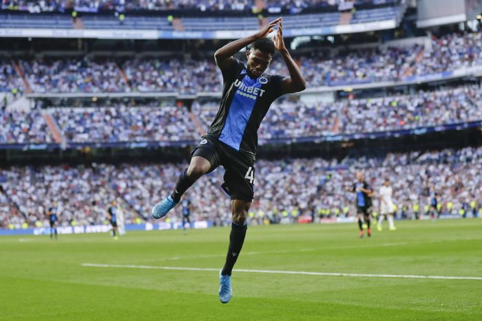 Brugges Emmanuel Dennis celebrates after scoring his sides second goal during the Champions League group A soccer match between Real Madrid and Club Brugge, at the Santiago Bernabeu stadium in Madrid, Tuesday, Oct.1, 2019. (AP Photo/Manu Fernandez)
