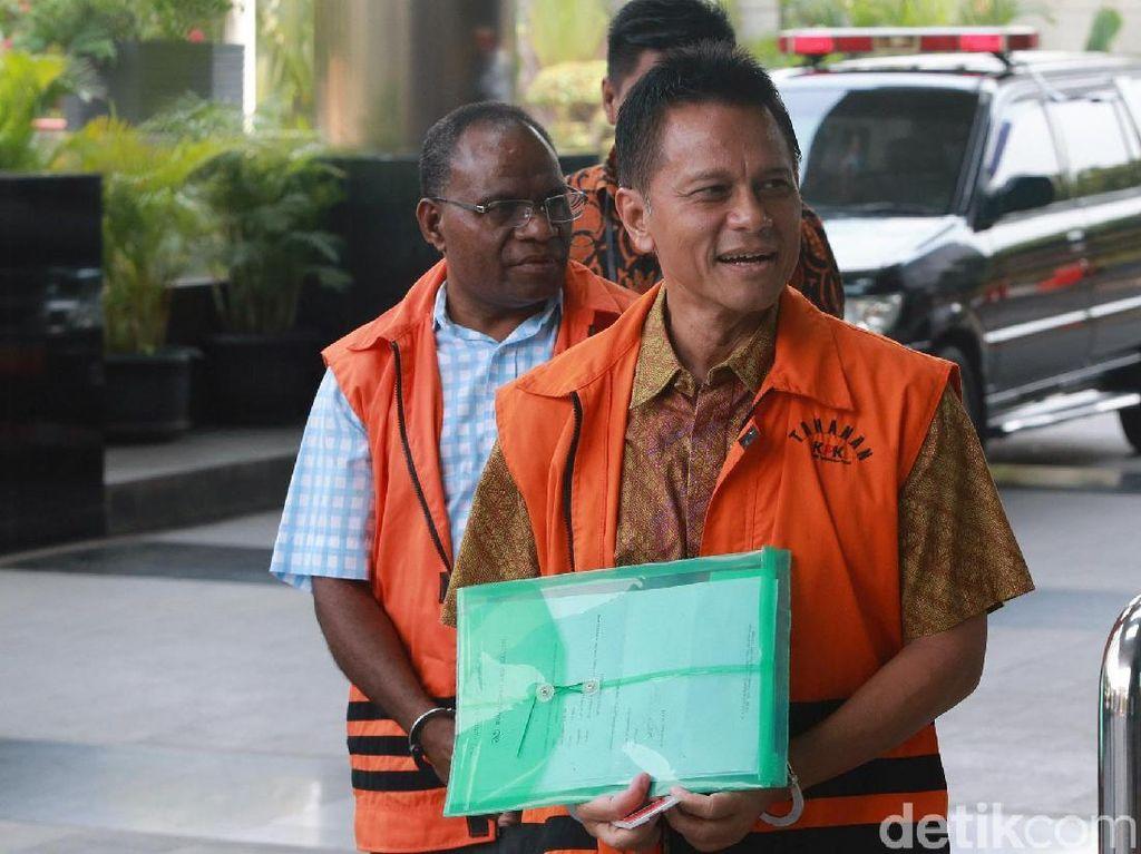 Pakai Batik, Soetikno Soedarjo Jalani Pemeriksaan di KPK