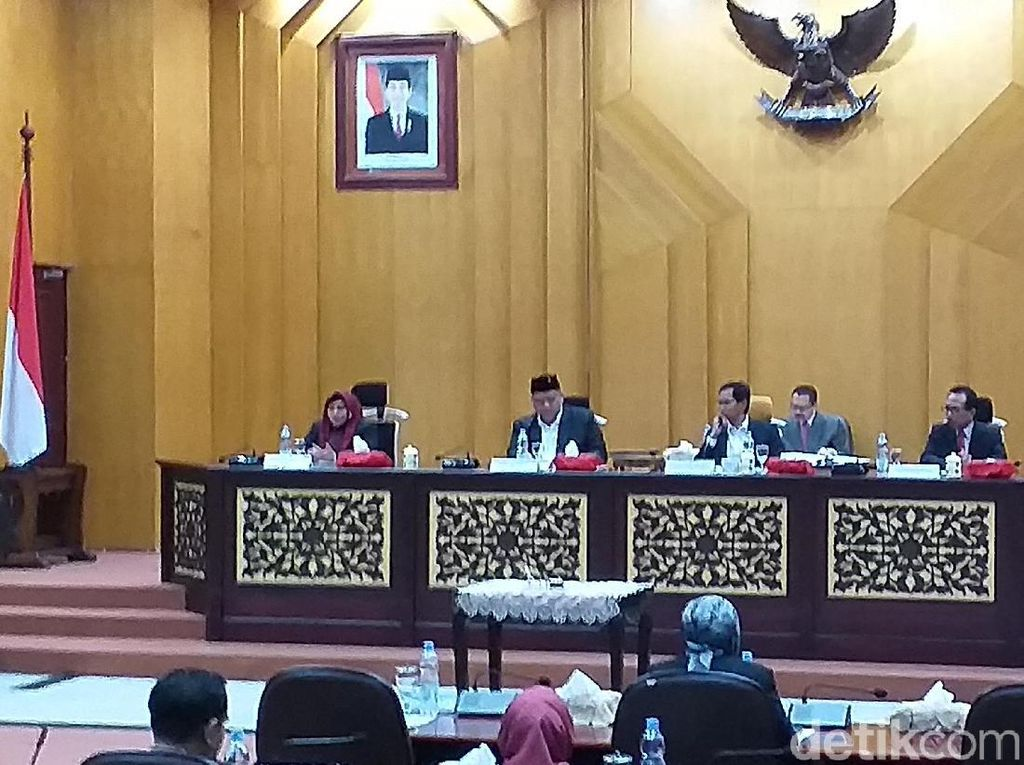 Penetapan Alat Kelengkapan Dewan DPRD Surabaya Sempat Diwarnai Protes