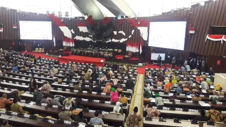 Anggota Fraksi PDIP Menangis Saat Minta MPR Perhatikan Masalah Papua