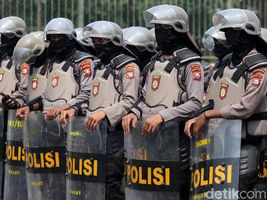 5 Polisi Positif Corona Usai Amankan Demo, Polres Bekasi Swab Test Massal