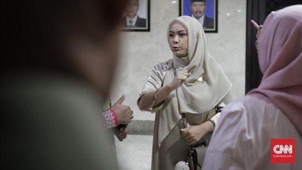 Wakil Ketua DPRD DKI Jakarta dari Fraksi PAN Zita Anjani menuding Pemprov DKI baru mengirim naskah anggaran H-1 menit pembahasan.