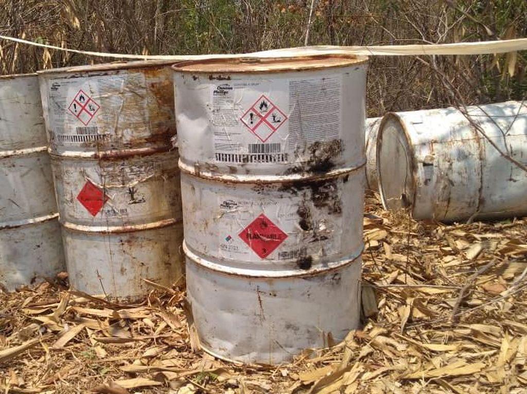 Polisi Selidiki Limbah Beracun yang Dibuang di Hutan Karawang