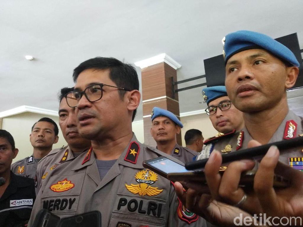 Teka-teki Motif 6 Polisi Bawa Senpi Tangani Demo di Kendari