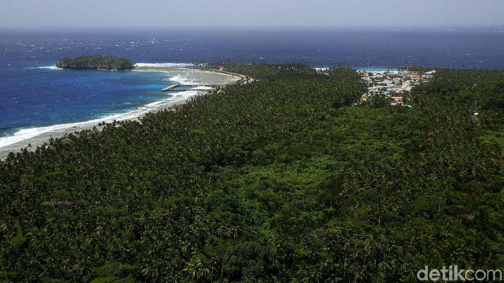 Lanskap Pulau Miangas yang Mempesona dari Puncak Mercusuar