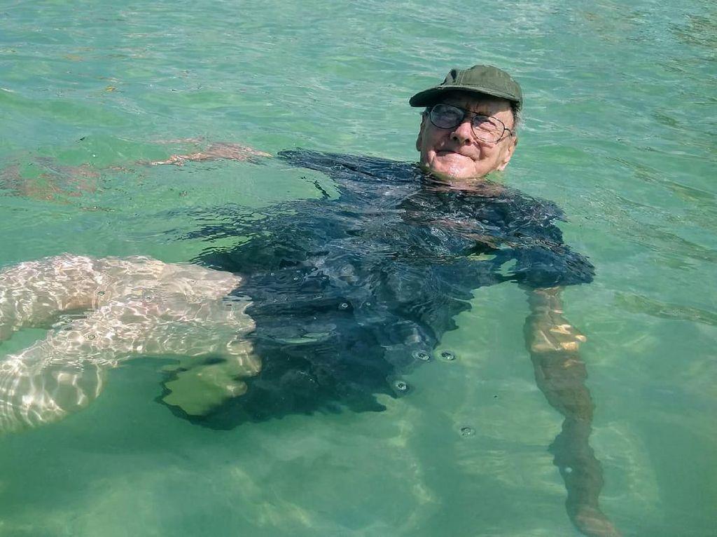 Seumur-umur, Kakek Ini Baru ke Pantai di Ultah ke-93