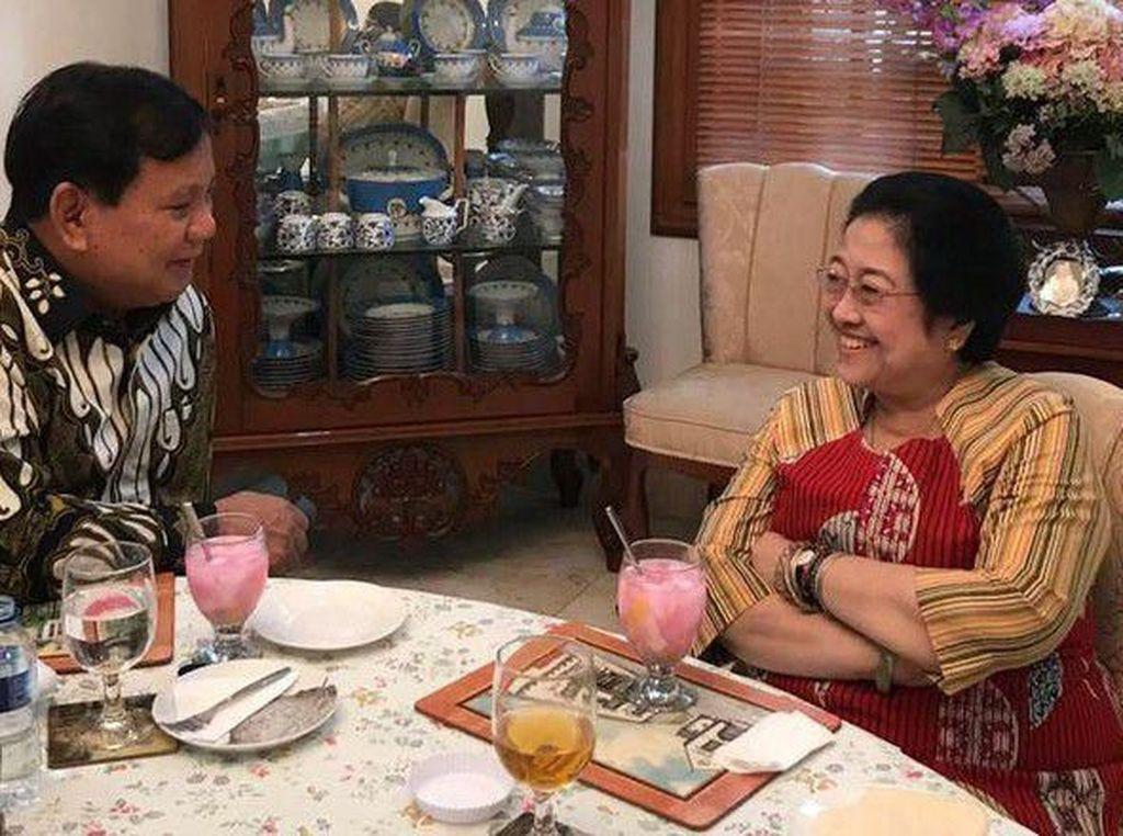 Megawati Makan di Warteg hingga Buatkan Nasi Goreng untuk Prabowo