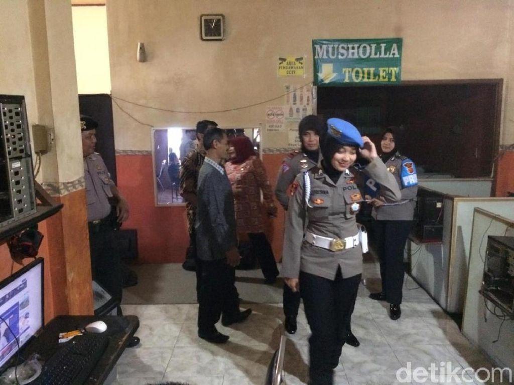 Buru Pelajar Bolos, Polisi dan Guru Ciamis Razia Warnet-Rental PS